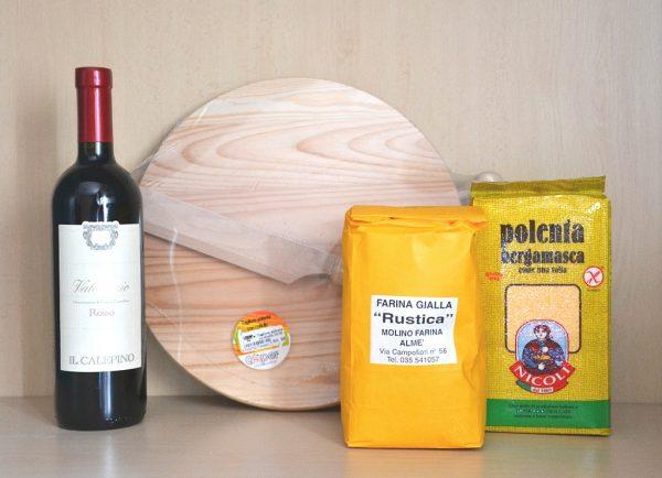 Confezione regalo tagliere, vino valcalepio e farine per polenta - 1